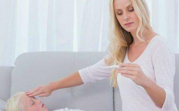 Правила проведения обтираний водой при сильном жаре у ребенка