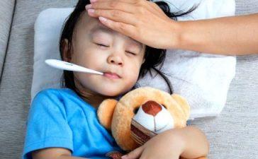 Обтирание тела ребенка водкой при высокой температуре