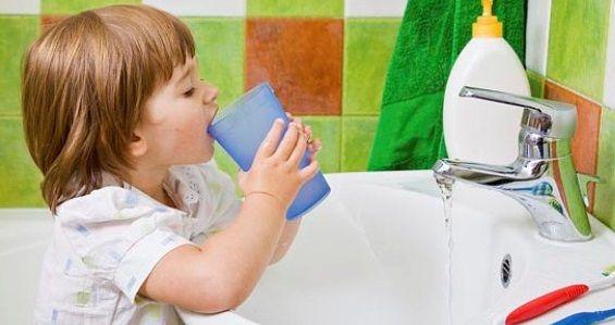 Закаливание горла у детей - полоскание