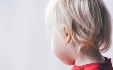 Затылок маленького ребенка